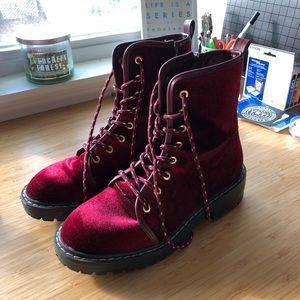 Super cute lace up velvet boots!